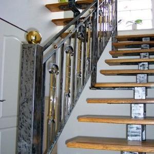 3. Schmiedeeisengeländer & Treppe mit Chlorlack
